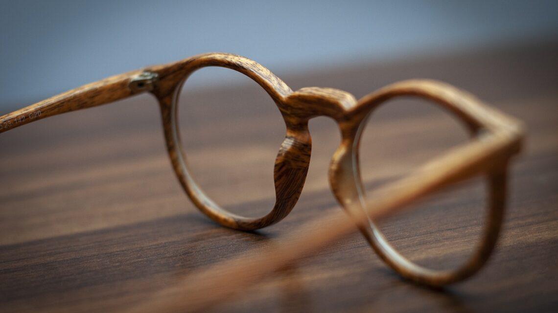 Jak dobrać okulary dla małych oczu?