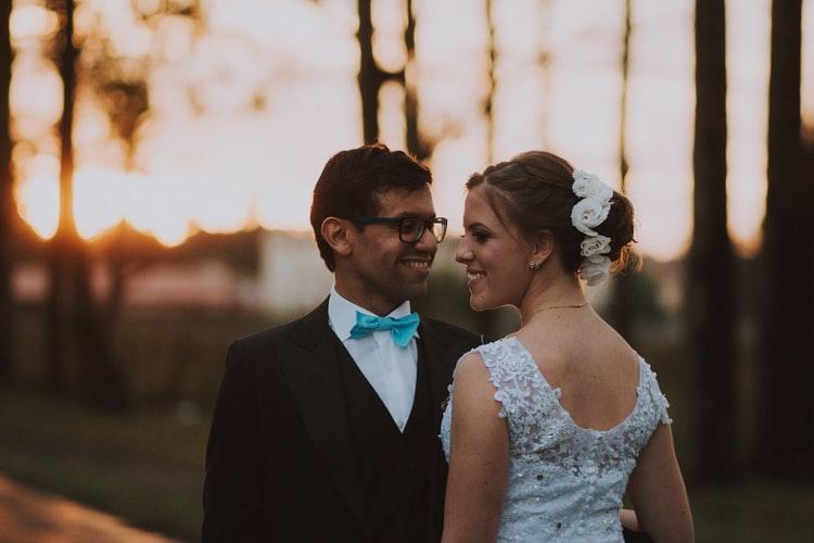 Co ubrać do ślubu soczewki czy okulary?